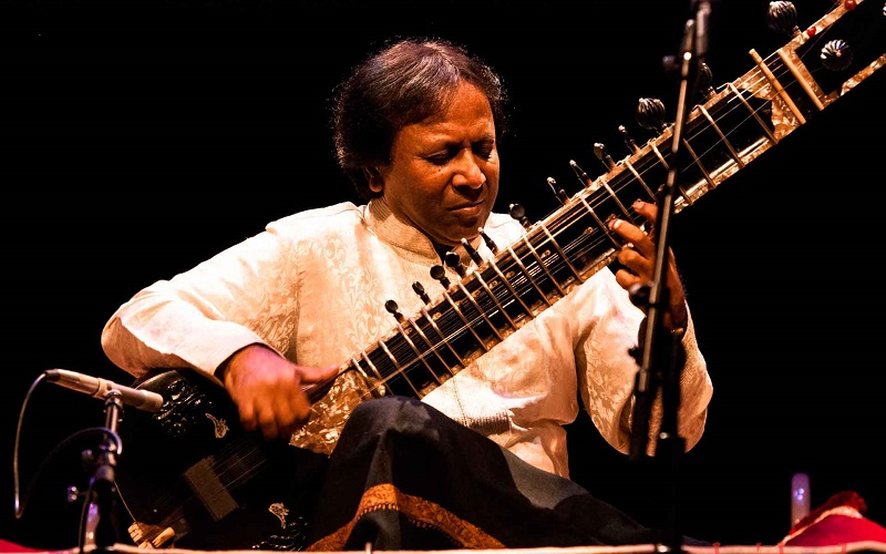 Ustad Shahid Parvez Khan in concert.  Photo courtesy of Mumbai Beats