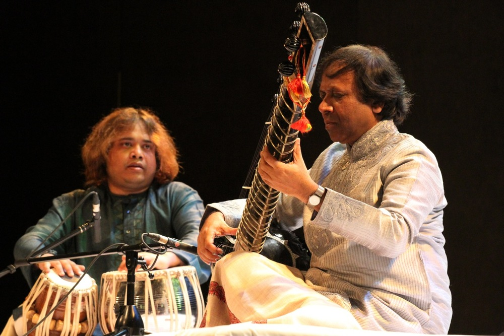 In concert, Ustad Shahid Parvez Khan with tabla accompaniment by Shri Hindole Majumdar. Photo courtesy of Shri Hindole Majumdar