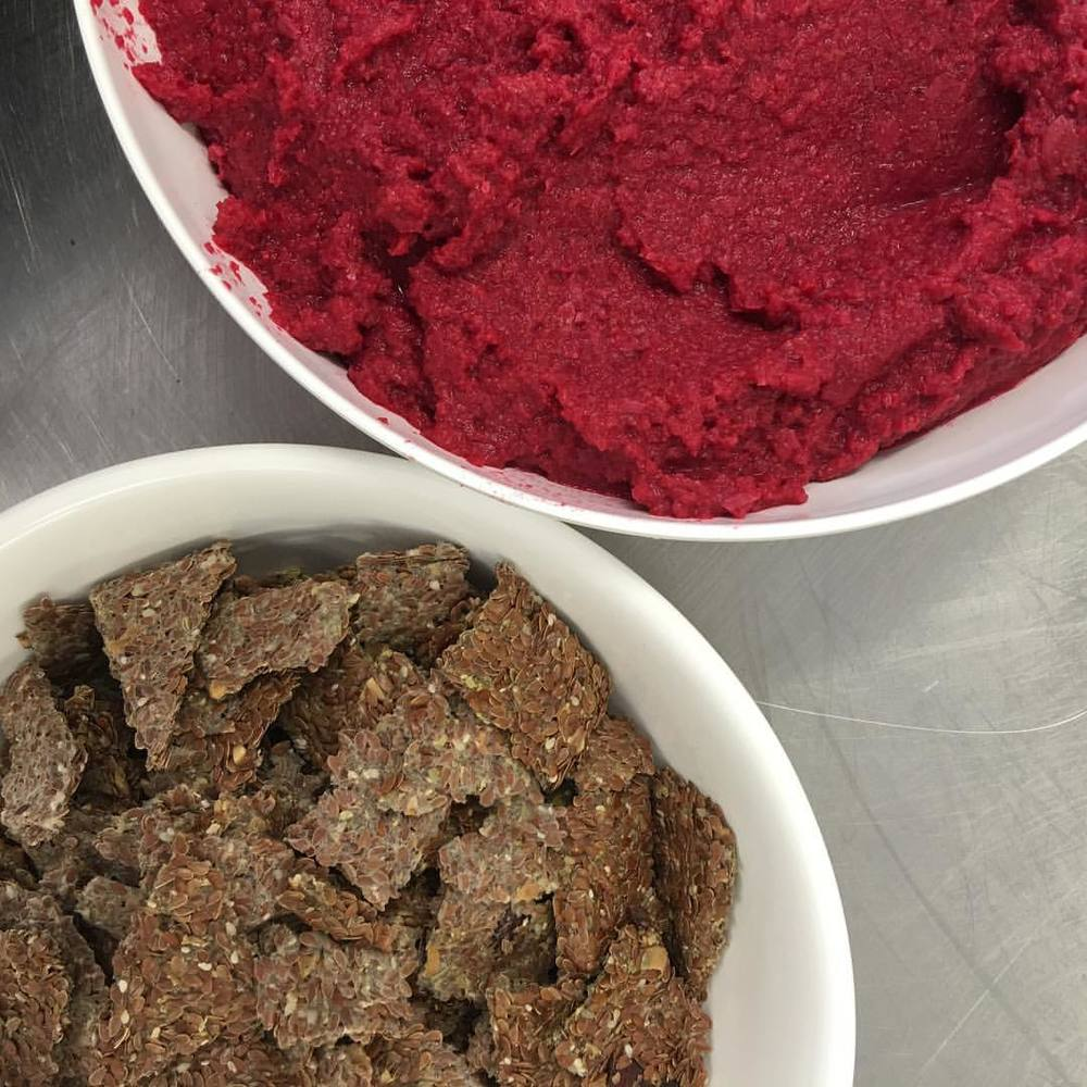 Flax crackers with beetroot & cinnamon dip