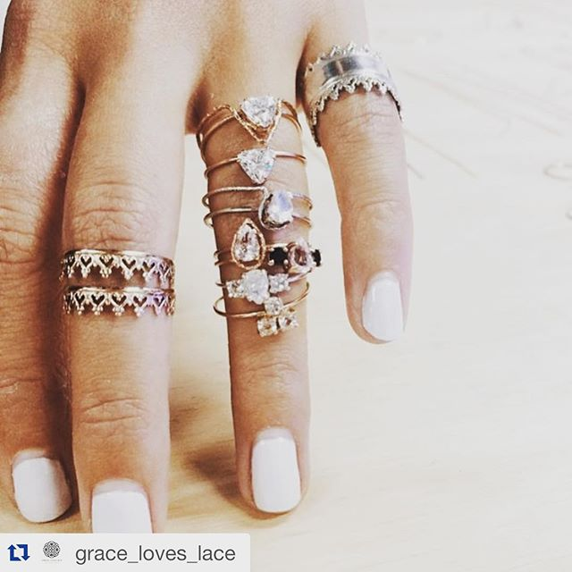 Loving this unique jewel trend from @nataliemariejewellery for 2016 💍💠🔹 💕🙌🏽 @grace_loves_lace #graceloveslace #nataliemariejewellery