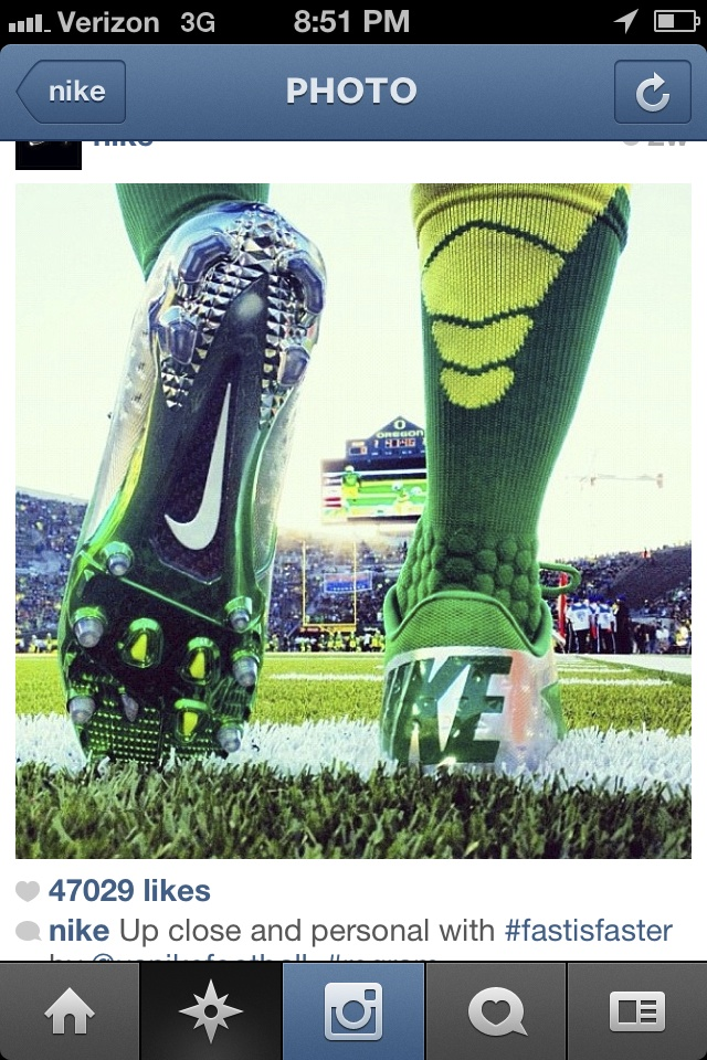 VAPOR ELITE FOOTBALL CREW WORN PROUDLY BY THE HIGHLY RANKED UNIVERSITY OF OREGON DUCKS.
