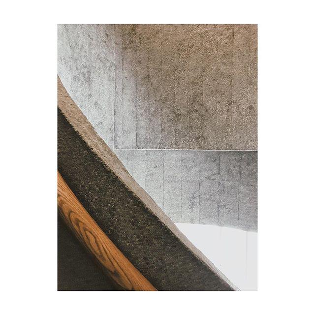 Wood and concrete. Textbook example. @herzogdemeuron @tai_kwun
