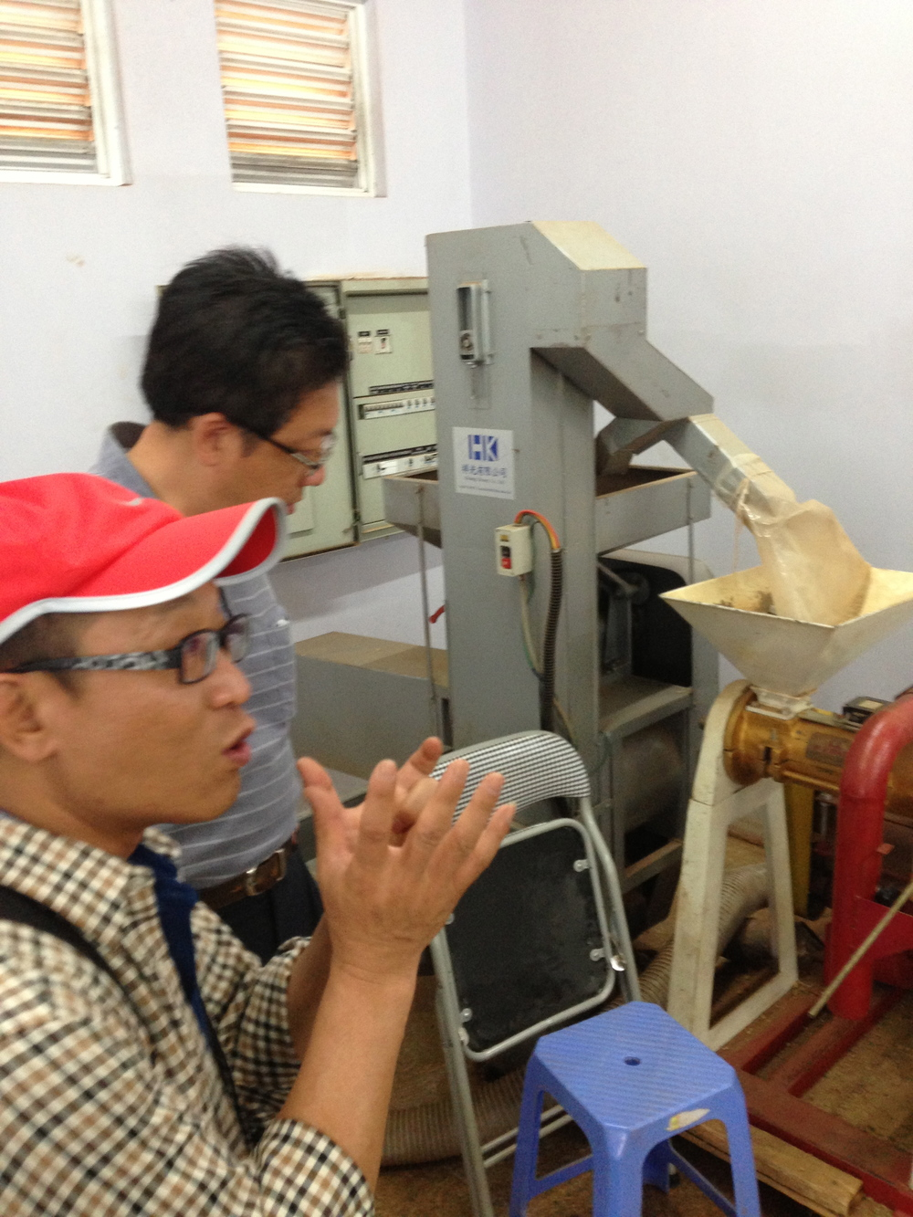 Yue-Wen and Kuo-Kuang with the Dry Hulling Machine and modified Polisher.