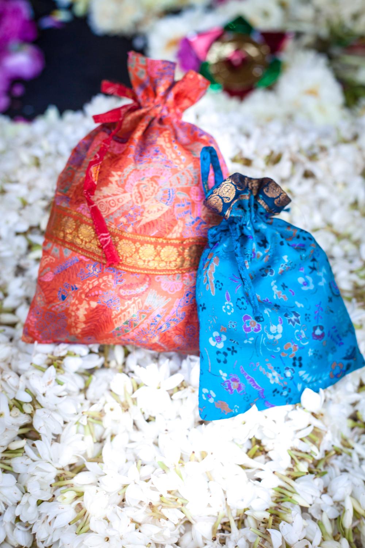 Deeya Gift Pouch