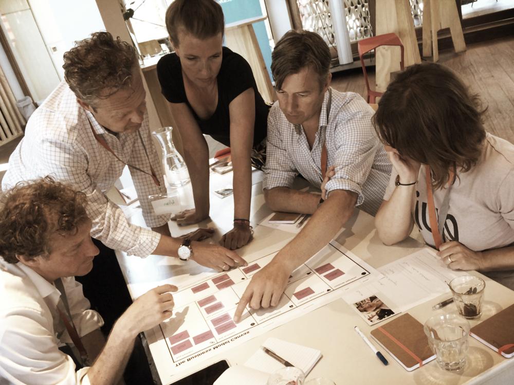 Co-creatie - Zowel het creëren van een heldere toekomstvisie, als het ontwerpen van een nieuw business model, doen we in inspirerende co-creatie sessies met jullie management team.