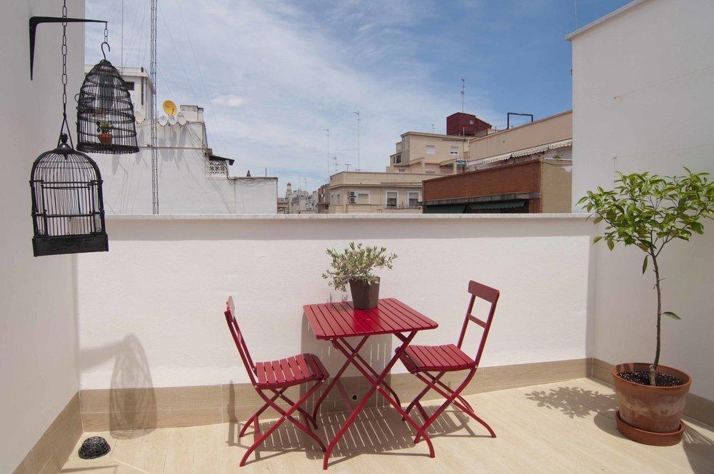 Roof terrace of penthouse at Zalamera B&B in Valencia, Spain 0478.jpg