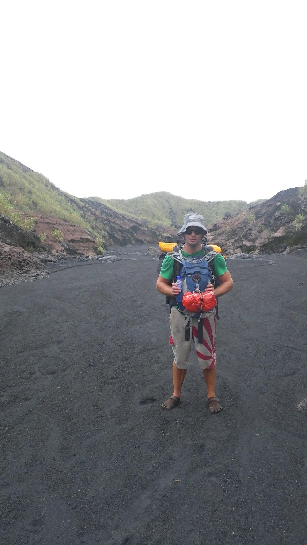 Äventyr på den vulkaniska ön Ambrym i Vanuatu. På kvällen samma dag upplevde jag mitt första jordskalv liggandes på ett liggunderlag.