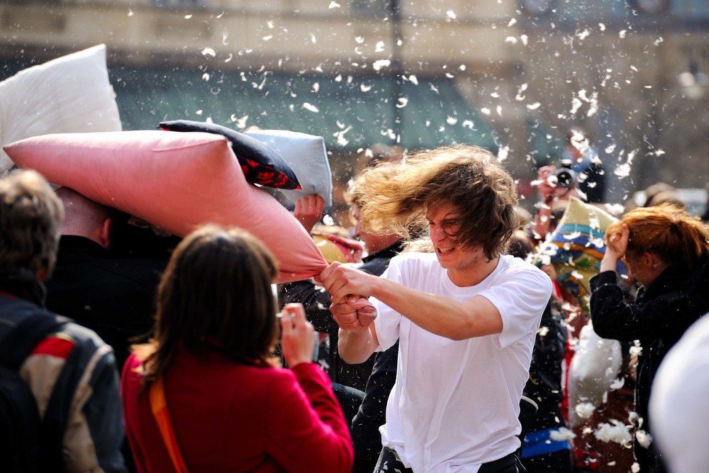 Warsaw_Pillow_Fight_2010.jpg