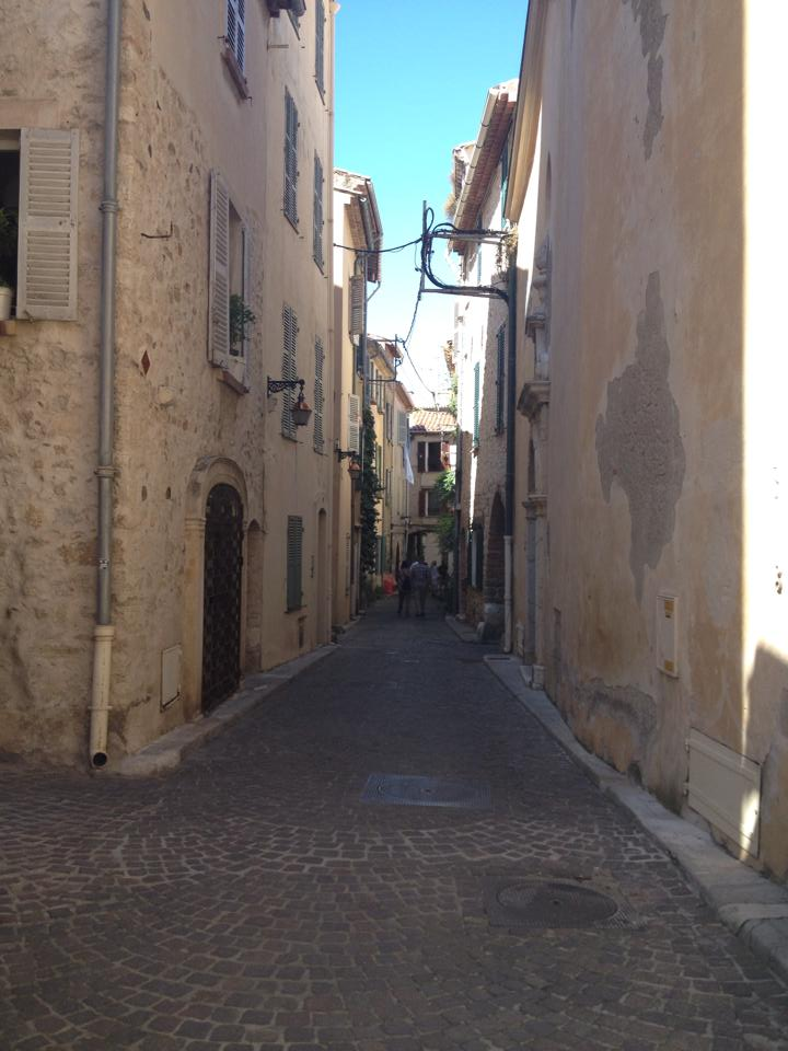alley way antibes.jpg