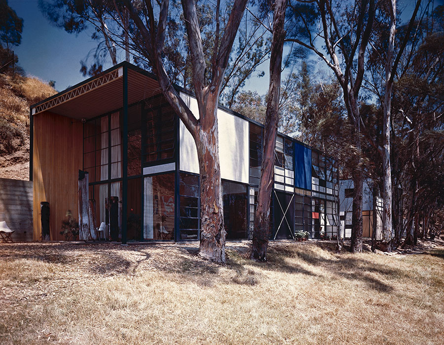 The Eames House, as photographed by Julius Shulman in 1950. Photo: J. Paul Getty Trust. Julius Shulman Photography Archive, Research Library at the Getty Research Institute