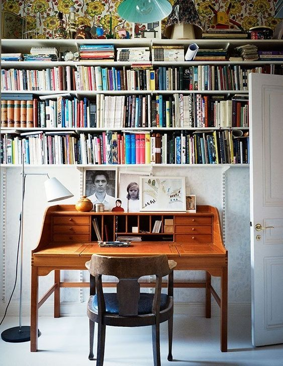 A home office guaranteed to inspire big thoughts. (Source: Apartment Therapy)