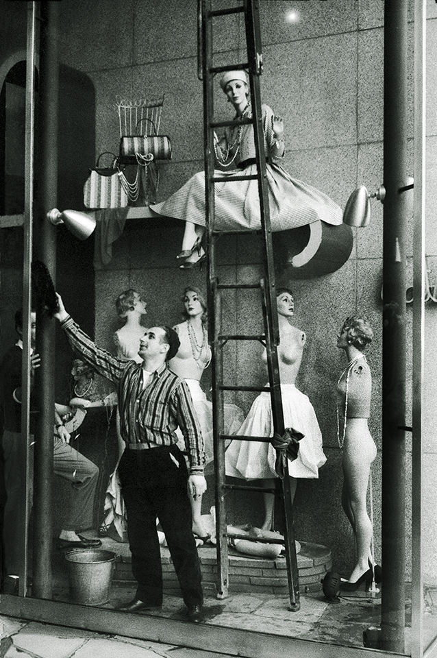 Window Dressers, 1964