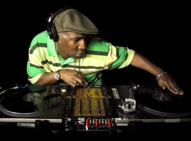 WHO ARE YA? WHO ARE YA?  Oh, wait.... It's Grandmaster Flash not your local capo.