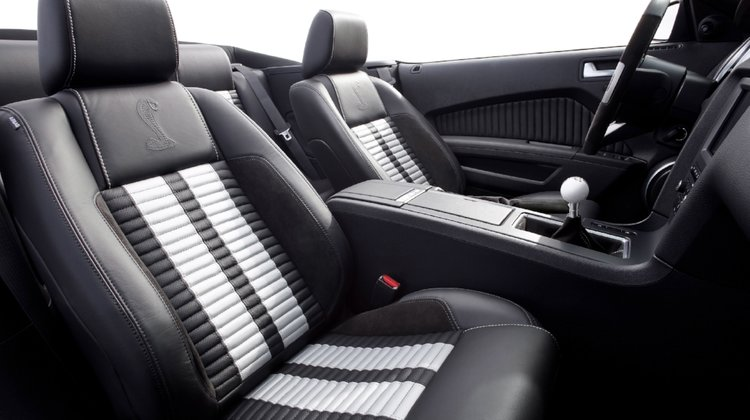Seat Doctors Is A Leather And Vinyl Repair Service Serving The Rockford Area Chicago Suburbs We Fix Holes Tears Scratches Unusual Wear On Your