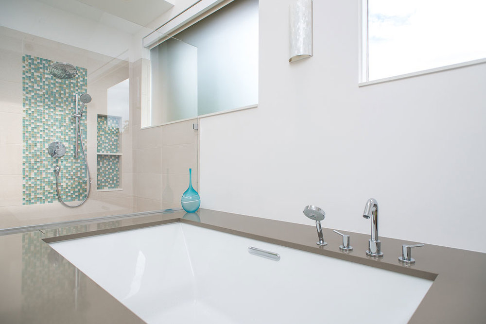 Choosing a bathtub for a master suite remodel