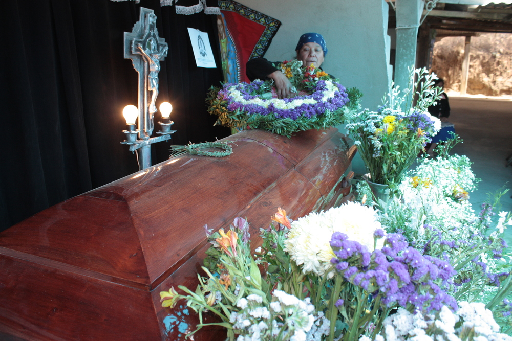 Hortensia mourning her daughter Kelly. ©El Quetzalteco
