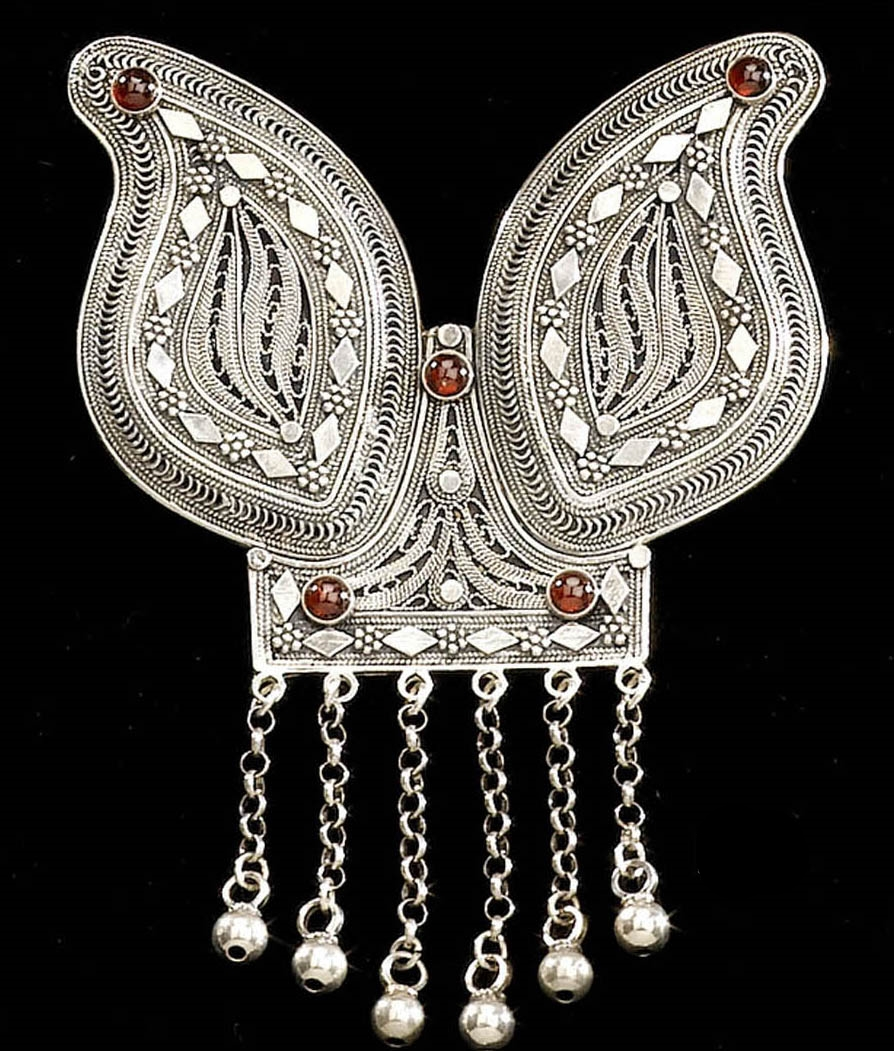 Filigree Yemenite pendant with stones