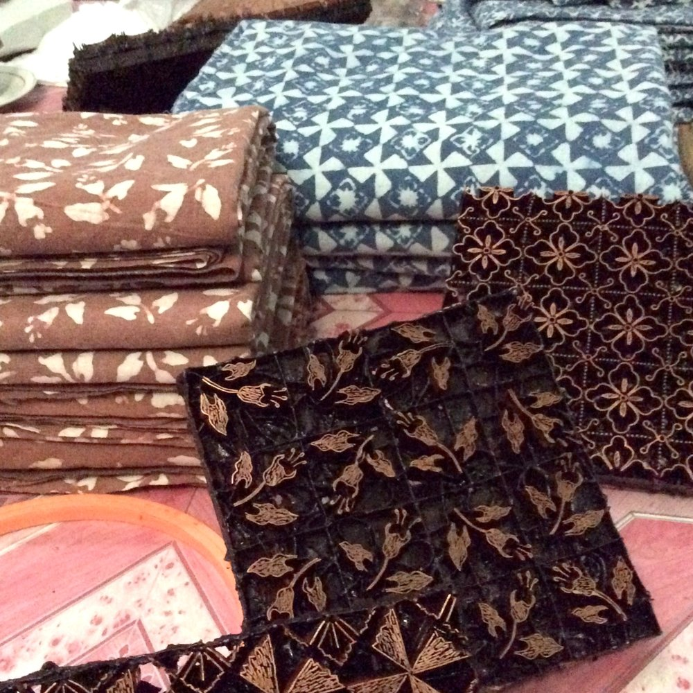 TEXTIIL - Batik cloth from Indonesia and beyond, created by artisans and fashioned into stylish and unique home textile products by a women's sewing cooperative in Lancaster, PA.Based in USA | Produced in Southeast AsiaShips to USA, International on request