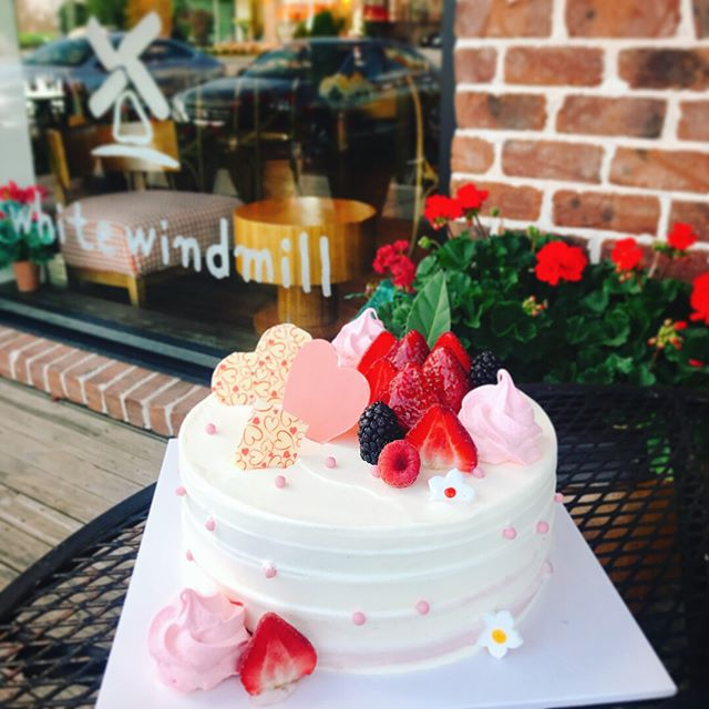 Get 20% off on Mother's Day special cakes 🎂🍰 #mothersday #wwbakery