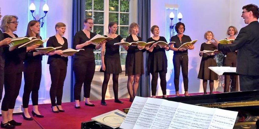 """Starke Stimmen - hier ohne Klavierbegleitung: das Ensemble """"Reine Frauensache"""". Foto: Schultz im  Gießener Anzeiger"""