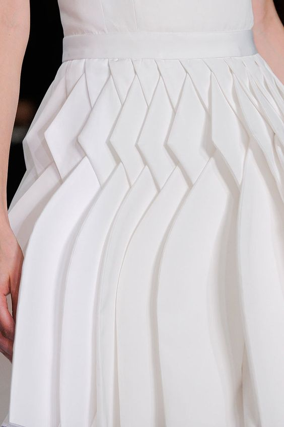 Such a unique way to  pleat