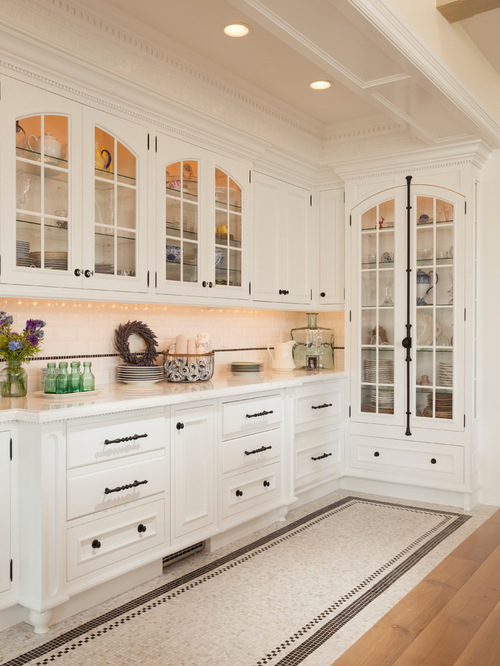 another space with great mouldings