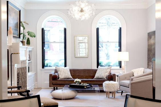Those windows and chandelier!!  Via  Rue Magazine