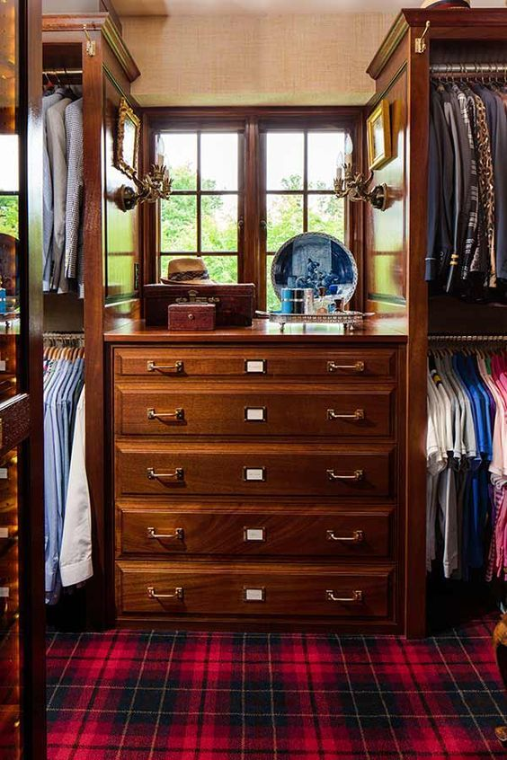 I can't imagine any southern gentleman turning this closet down