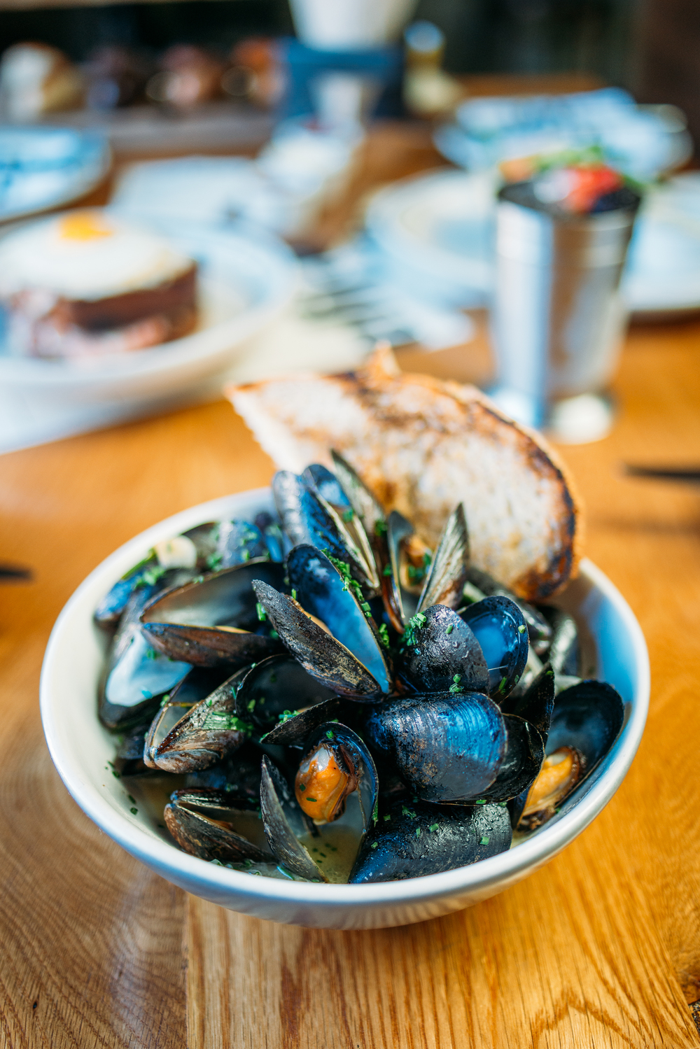 Steamed mussels, whitbier, shallots, garlic.