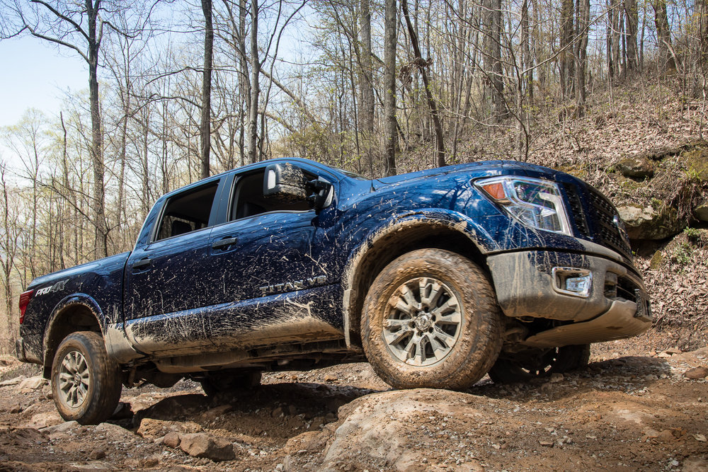 28-nissan-titan-2018-angle--blue--exterior--front--off-road.jpg