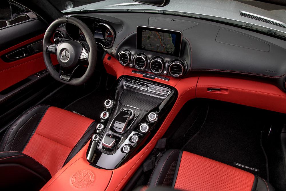 18-mercedes-benz-amg-gt-c-2018-cockpit-shot--front-row--interior.jpg