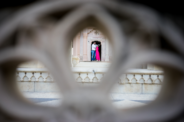 Photographed through the delicate Rajasthani carvings - This shot is on top of my ultimate guide to couples photography in Jaipur.