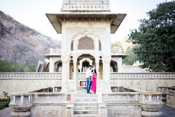 Surrounded by aravali hills, the gatore ki chatriyan in Jaipur is one of the most unique and rarely visited site which makes it an ideal location to do  couples pre & post wedding photography.