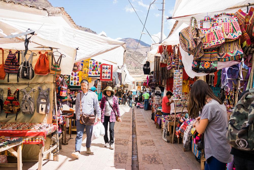 Local handicrafts market enroute Pisaq & Ollantaytambo