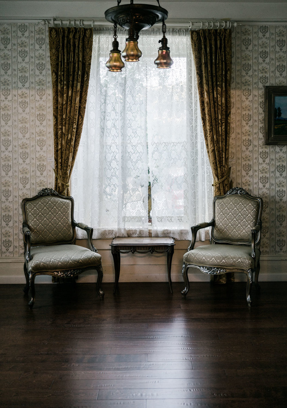 Elliston Vineyard Interiors are a perfect backdrop for bride and groom's portrait. Make sure you book the room with piano though. They are pretty strict about which room you can use to photograph unless you have booked it beforehand.