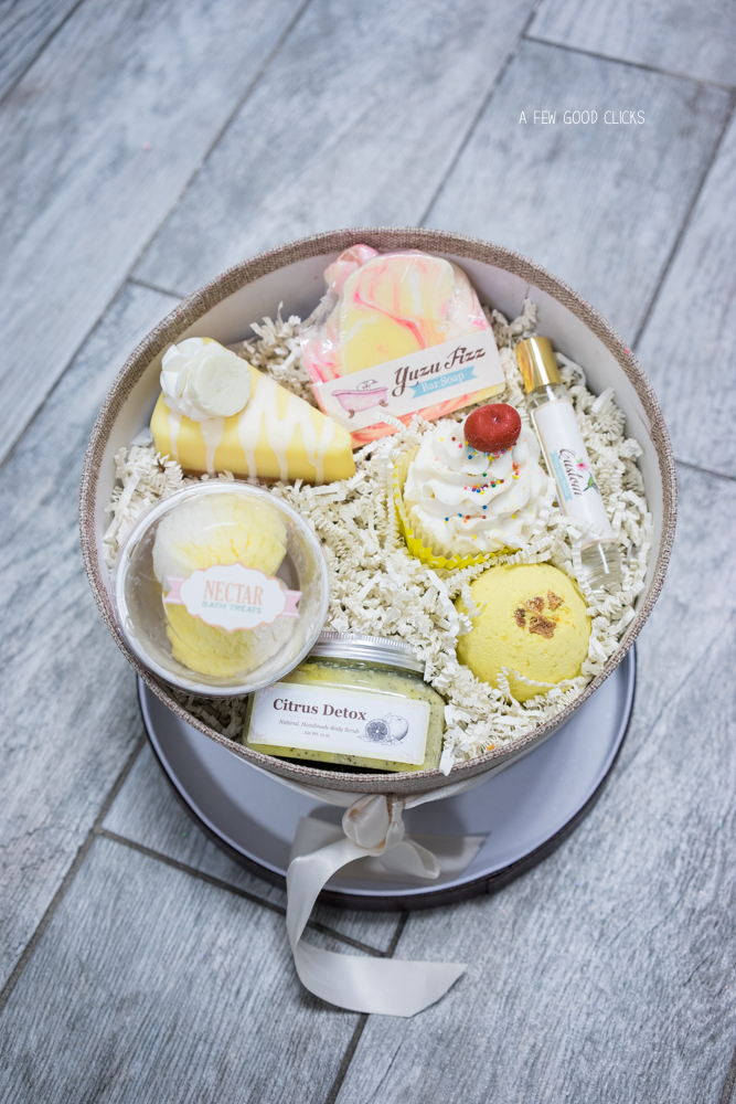 Confused on what to get and what to leave? Try their all in one gift box containing Vanilla cupcake, essence, citrus detox, pie slice and a scoop of your favourite bath treat. By now my smart readers would have guessed it that I am talking about food looking bath treats by Nectar USA.