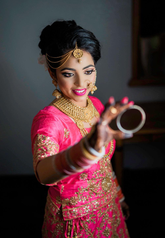 punjabi-bride-holding-bangles-wedding-photo-san-jose-ca-afewgoodclicks-6.jpg