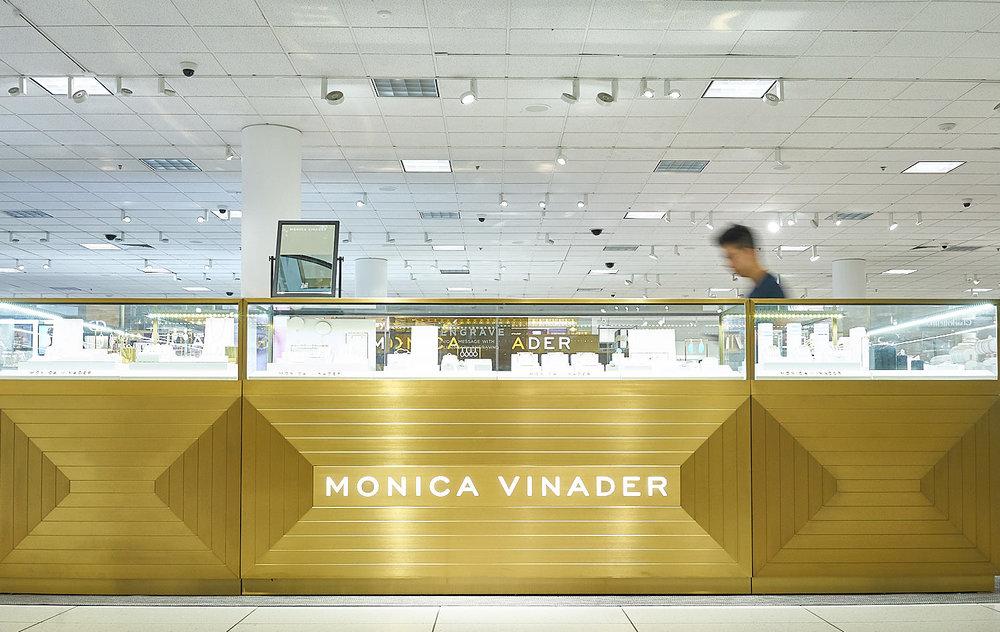 action-shot-of--monica-vinader-store-at-nordstorm-in-sanjose