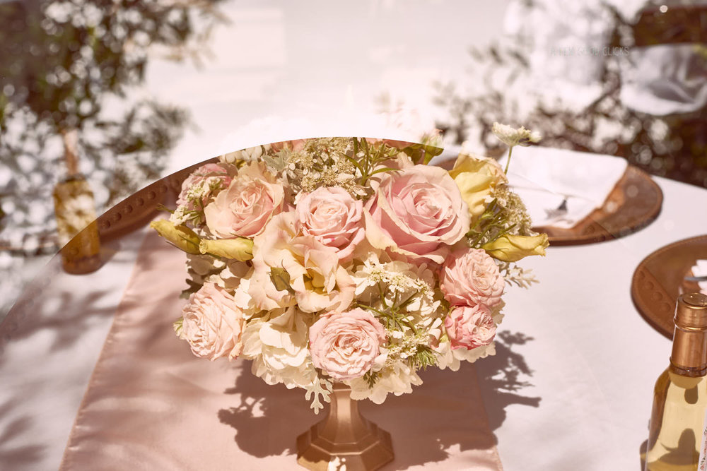 Gold, pink and white themed forms the prettiest palette for birthday table.