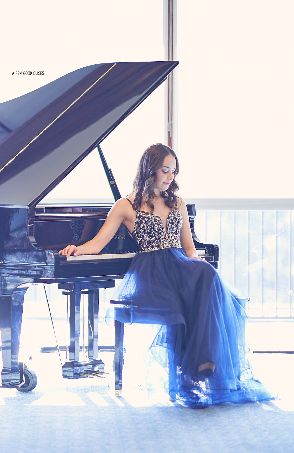 destination-engagement-photo-shoot-with-piano-in-san-jose-ca