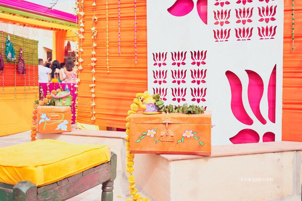 indian-wedding-mehndi-decor-iphotography-by-afewgoodclicks
