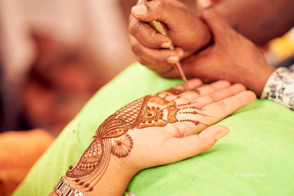 mehndi-picture-by-wedding-photographer-in-jaipur-rajasthali-resort