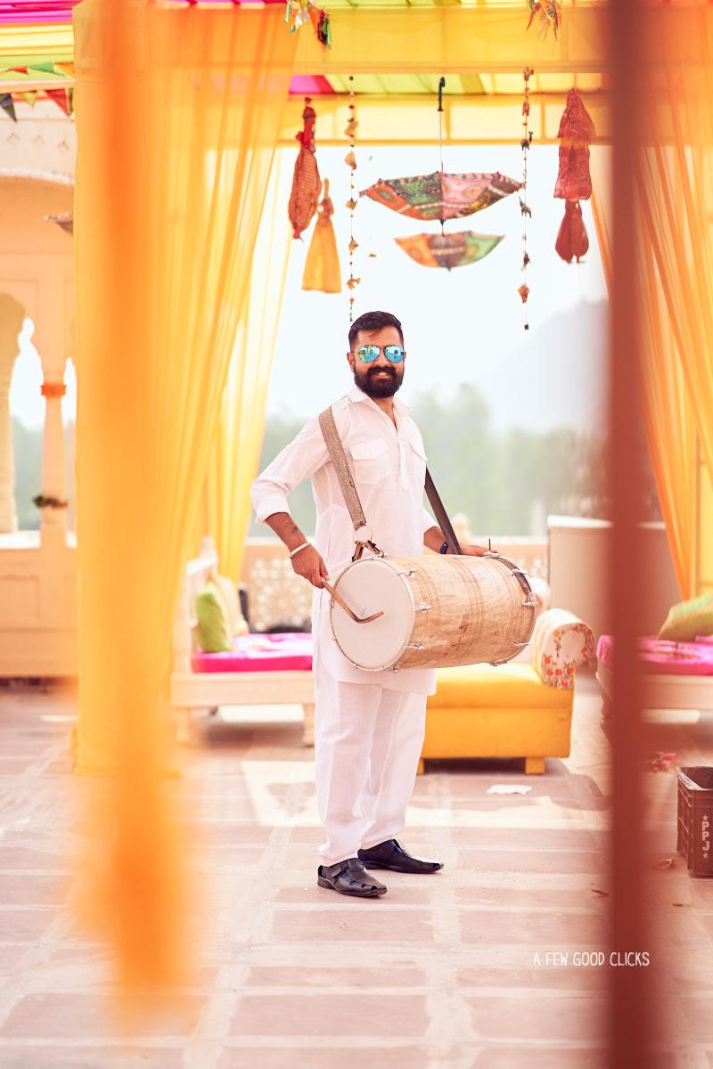 grooms-men-pictures-mehndi-photo-during-indian-wedding-in-jaipur