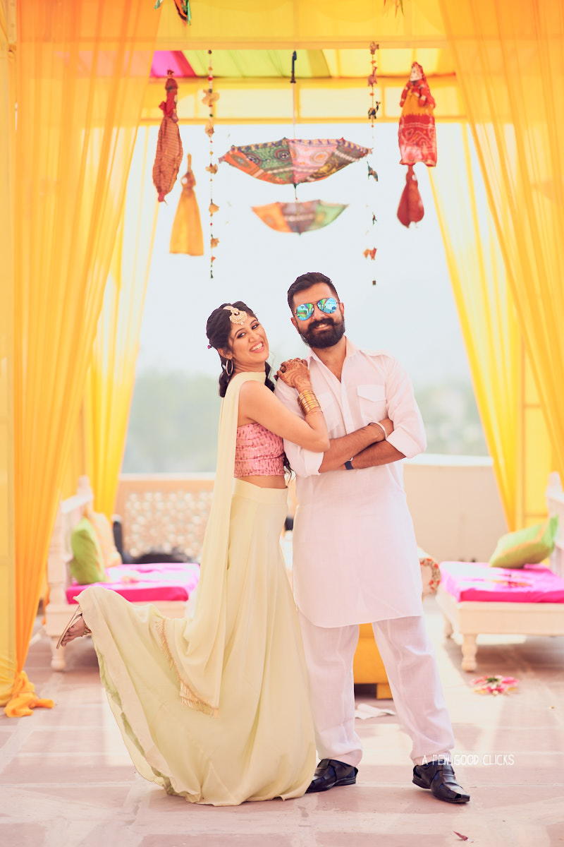 grooms-men-bridesmaid-pictures-mehndi-photo-during-indian-wedding-in-jaipur
