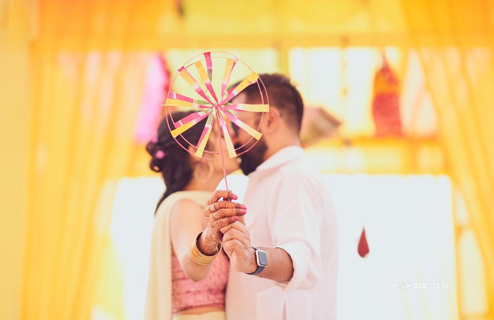 couples-poses-mehndi-photo-during-indian-wedding-in-jaipur