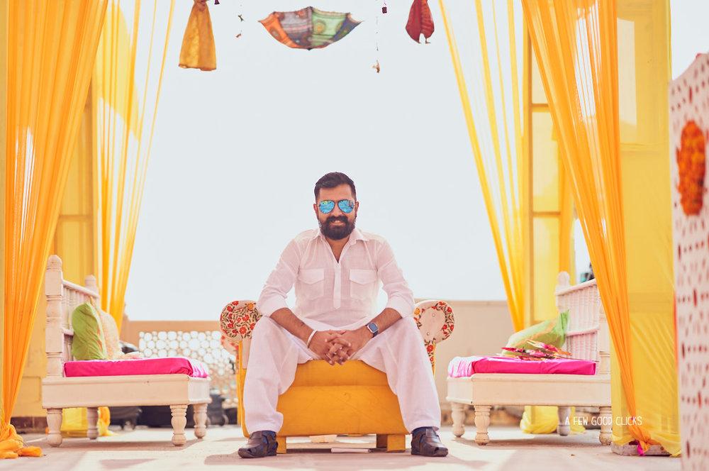 grooms-man-pictures-mehndi-photo-during-indian-wedding-in-jaipur