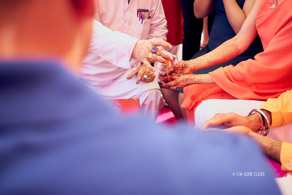 haldi-chuda-ceremony-wedding-photography-by-a-few-good-clicks