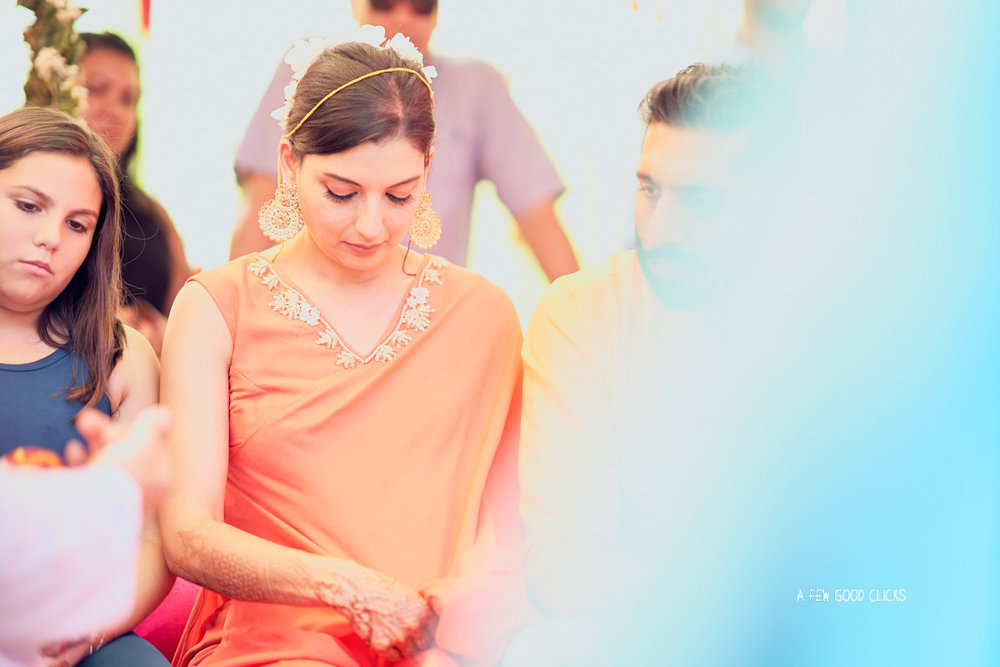 haldi-chuda-ceremony-of-bride-wedding-photography-by-a-few-good-clicks