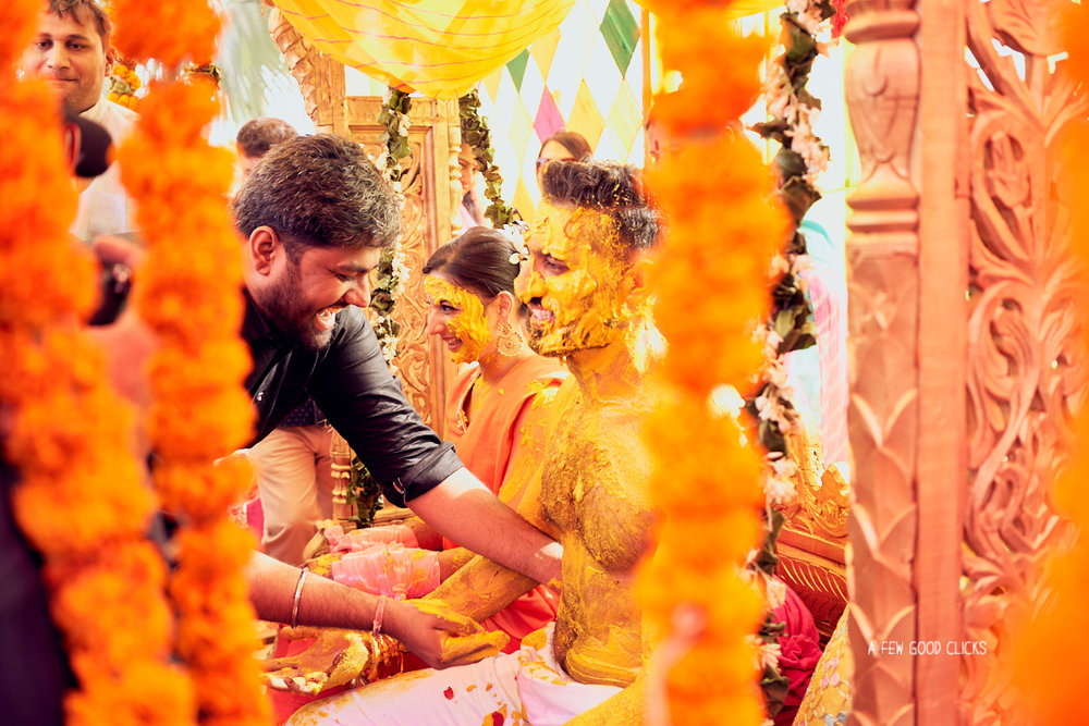 candid-moments-haldi-fun-indian-wedding-ceremony-photographer-bay-area