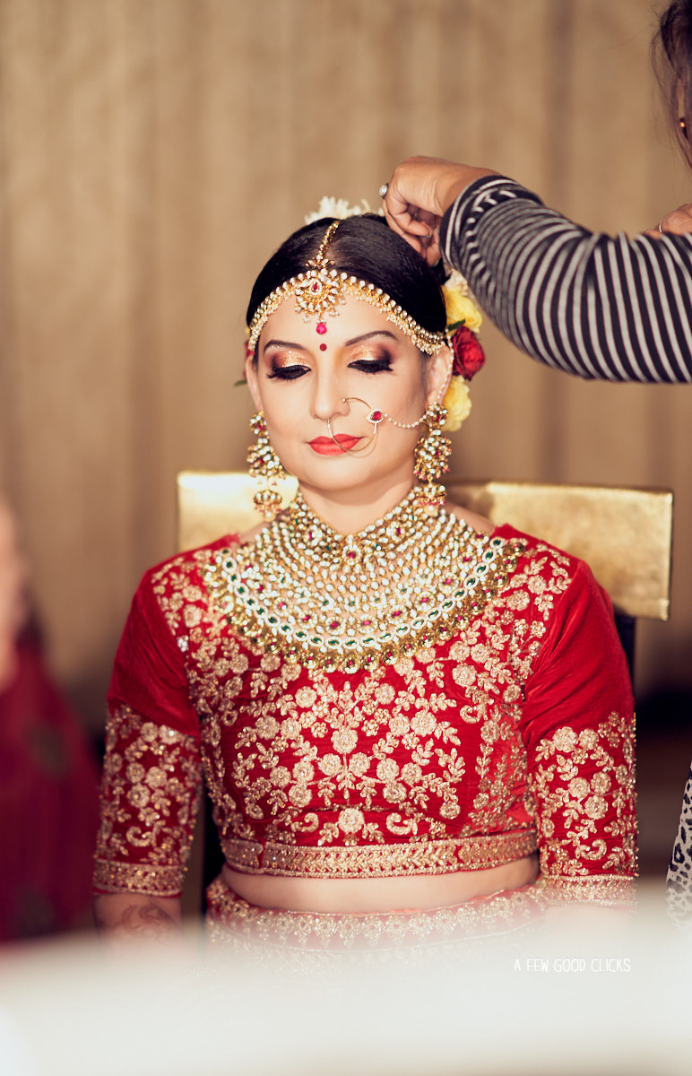 indian-bride-getting-ready-photos-by-wedding-photographer-near-you-afewgoodclicks